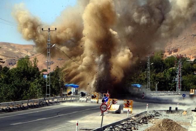 Tunceli Pertek'de tespit edilen el yapımı patlayıcı imha edildi