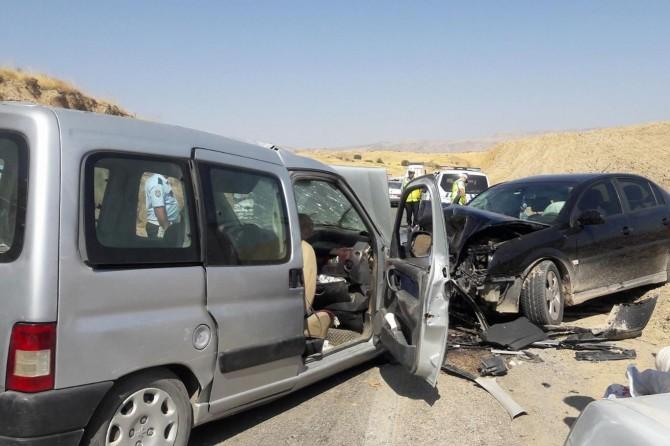 Adıyaman Kahta'da trafik kazası: 9 yaralı