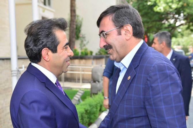 Eski Kalkınma Bakanı Cevdet Yılmaz Diyarbakır'da