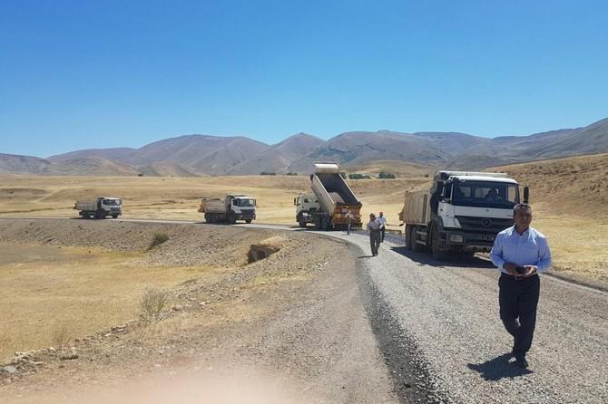 Karlıova'da köy yoları asfaltlandı
