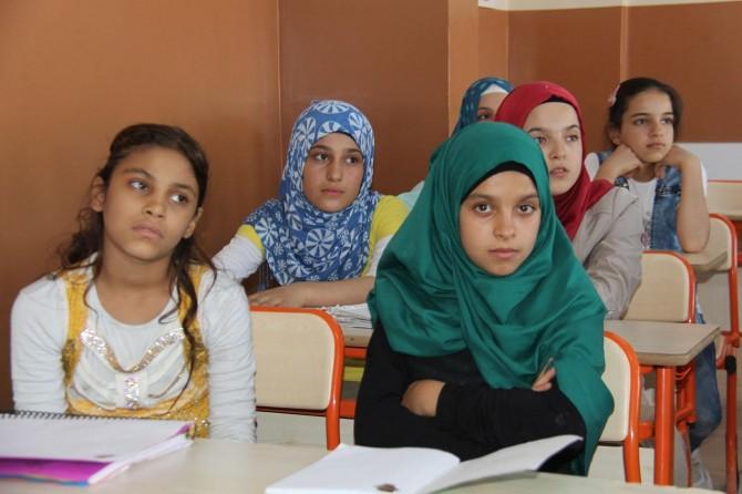 Suriyeli çocuklar yaşadıkları travmaya rağmen geleceğe umutla bakıyor