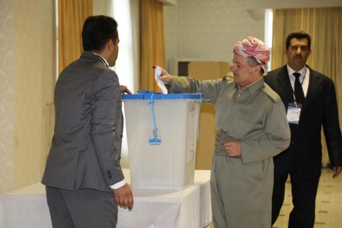 Kürdistan Bölgesi Başkanı Mesut Barzani oyunu kullandı
