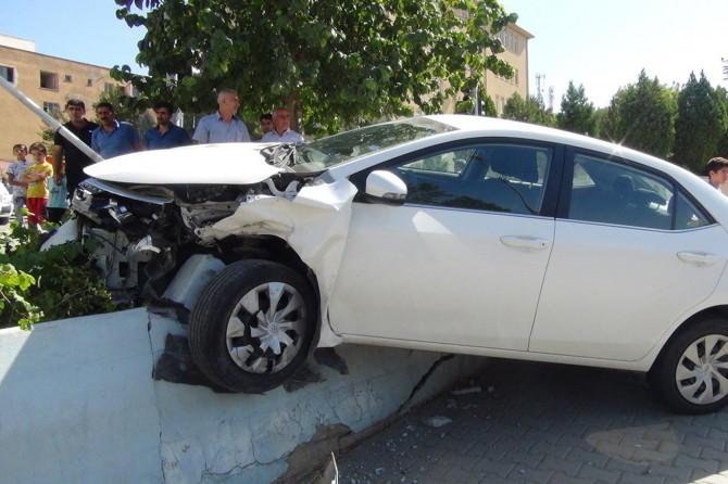 Çınar'da 2 otomobil çarpıştı: 4 yaralı