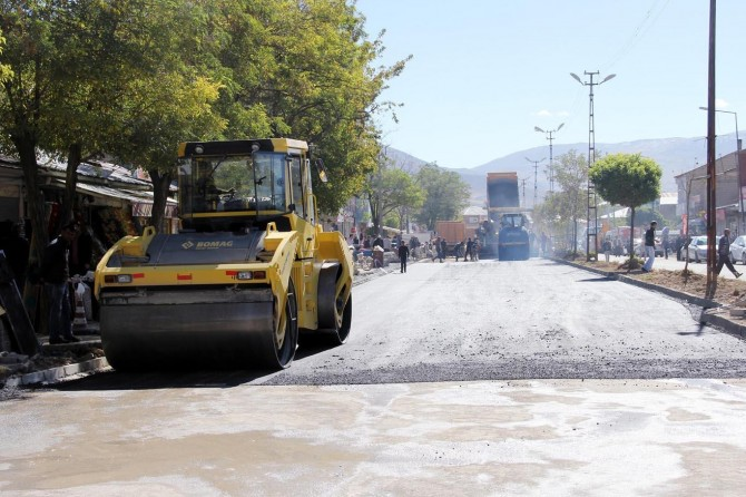 Van Muradiye'de asfalt çalışması