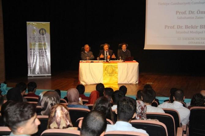 """Diyarbakır'da """"Uluslararası Ekonomi, Siyaset ve Yönetim Sempozyumu"""" düzenlendi"""