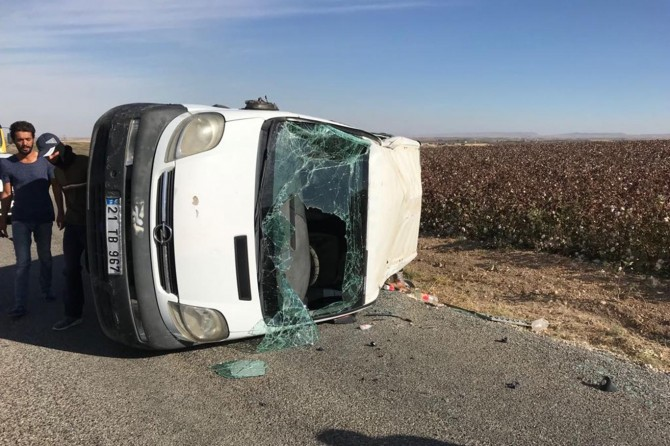 Çınar'da kontrolden çıkan minibüs takla attı: 4 yaralı