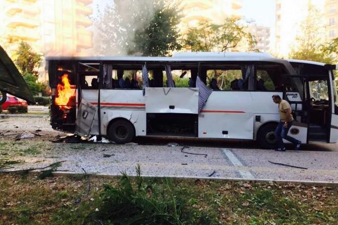 Mersin'de polis aracına saldırı: Yaralılar var
