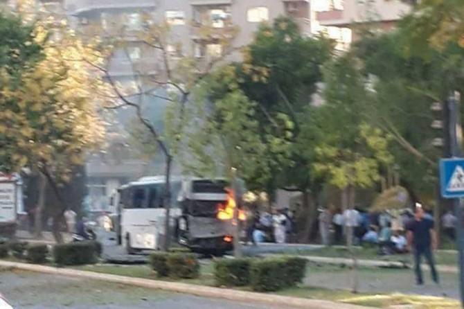Mersin'deki patlamada 12 polis yaralandı