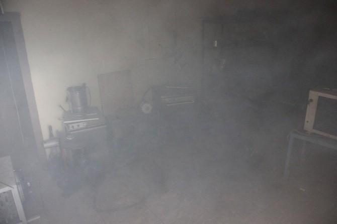 İş yerinde oksijen tüpü patladı: 2 yaralı