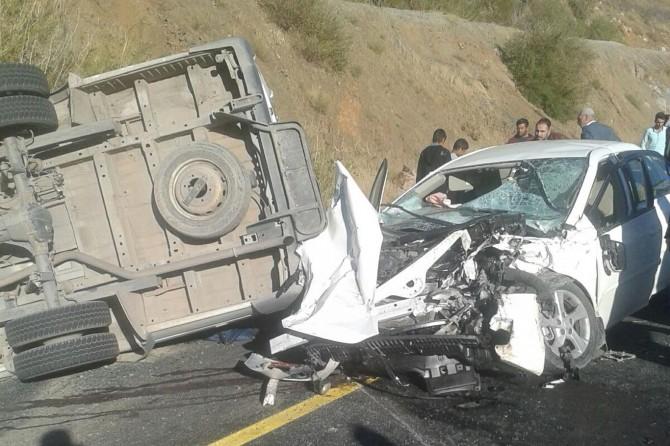 Öğrenci servisi ile otomobil çarpıştı: Bir ölü 22 yaralı