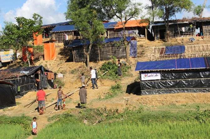 Avrupa Yetim-Der ve IHO EBRAR'dan Arakanlılara çadır ev