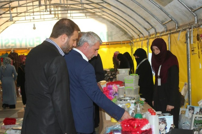 HÜDA PAR heyeti Şanlıurfa'da fakir aileler yararına açılan kermesi ziyaret etti