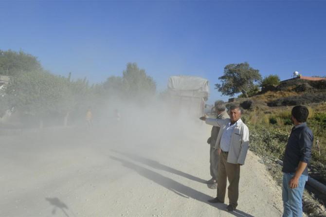 Yolları tamamlanmayan köylülerden yetkililere tepki