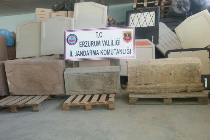 Bizans dönemine ait mezar taşları ele geçirildi