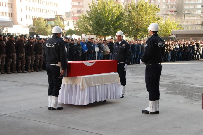 Diyarbakır'daki operasyonda hayatını kaybeden polis memleketine gönderildi