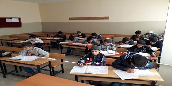 """Çınar'da """"Kur'an Nesline Kur'an Pınarı"""" sınavı heyecanı"""