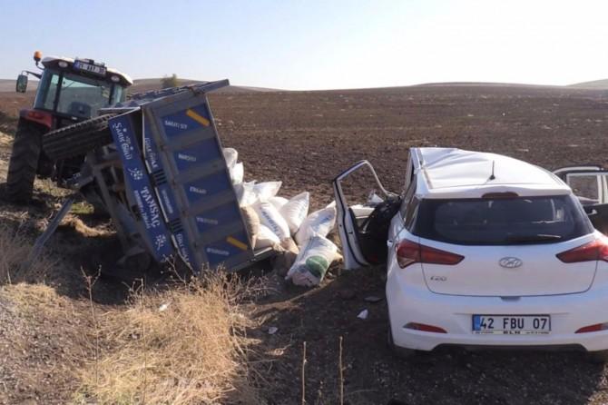 Diyarbakır-Silvan Karayolunda otomobil traktör römorkuna çarptı: 8 yaralı