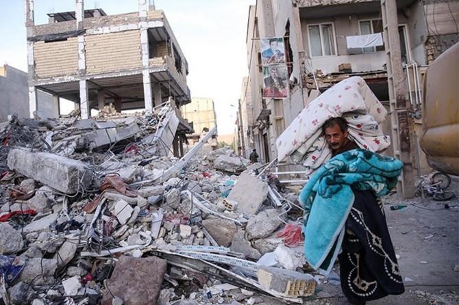 İran Kürdistanı'ndaki depremde 12 bin ev yıkıldı