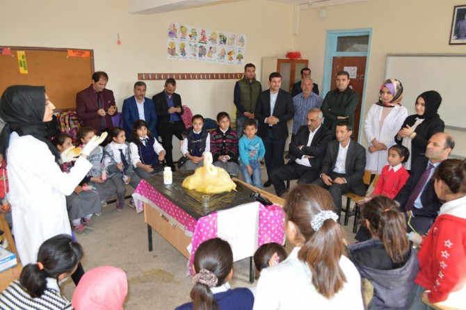 İstanbul Üniversitesi öğrencileri Hilvan'da bilimsel düşünme becerilerini sergiledi
