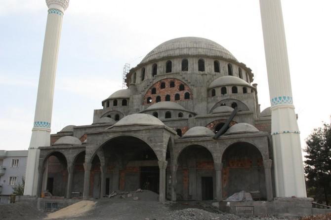 Adıyaman'ın en büyük camisi Emir Sultan Camii 9 yıldır tamamlanmadı