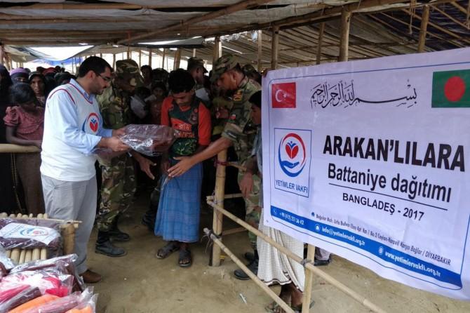 Yetimler Vakfı Arakanlı Müslümanlara battaniye yardımında bulundu