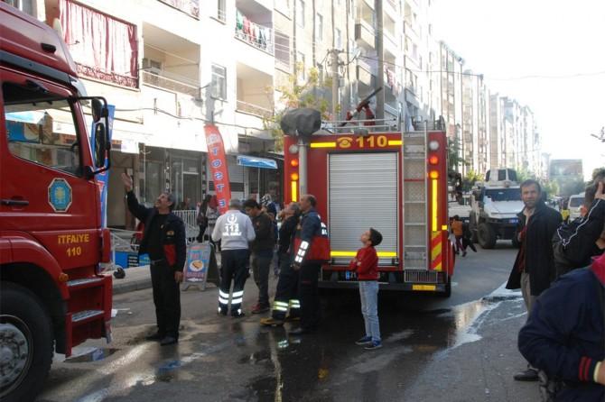 Diyarbakır Bağlar'da son katta çıkan yangın paniğe neden oldu