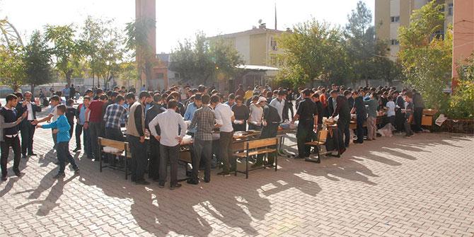 Diyarbakır Yunus Emre Anadolu İHL öğrencileri Arakan yararına kermes düzenledi
