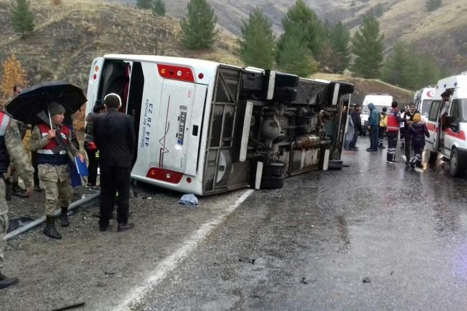 Otobusa rêwiyan qulibî: 2 mirî 15 birîndar