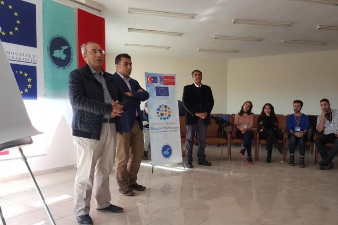 Rektör Battal öğrencilere Youthpass sertifikalarını verdi