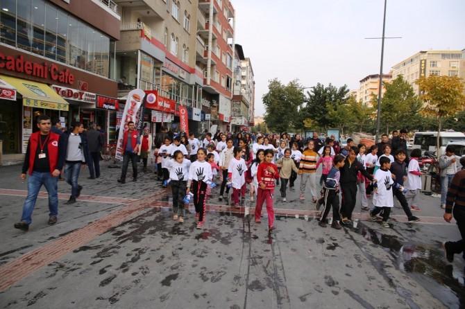 Batman'da çocuk işçilerden çocuk işçiliğine hayır yürüyüşü