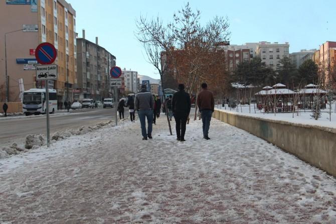Van'da mevsimin ilk karı yağdı