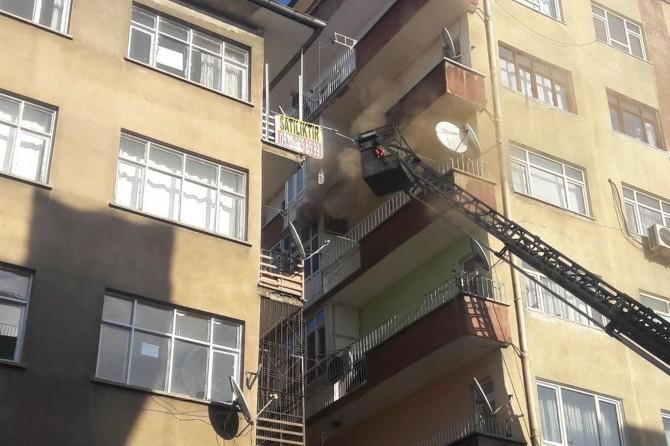 Diyarbakır'da Gelincik Apartmanında korkutan yangın