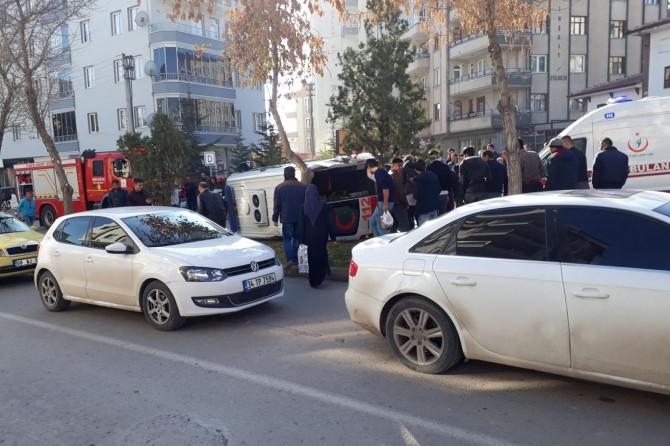 Aksaray'da hasta almaya giden ambulans otomobille çarpıştı