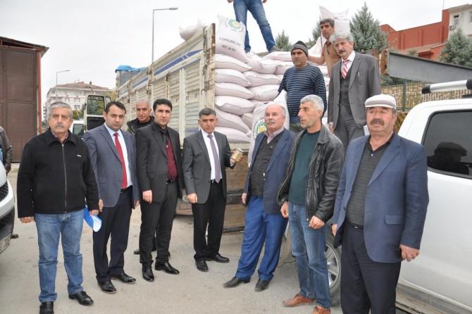 Çiftçilere arpa tohumu dağıtıldı