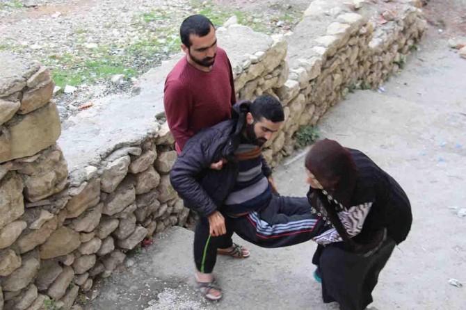 Acılı anne felçli oğlu için yardım bekliyor