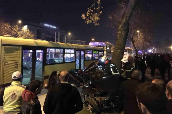 Midibüs ile bir araç çarpıştı: 5 ölü 11 yaralı