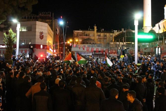 Kudüs'ün işgalcilerin başkenti olarak tanınması kararı Elazığlıları sokağa döktü