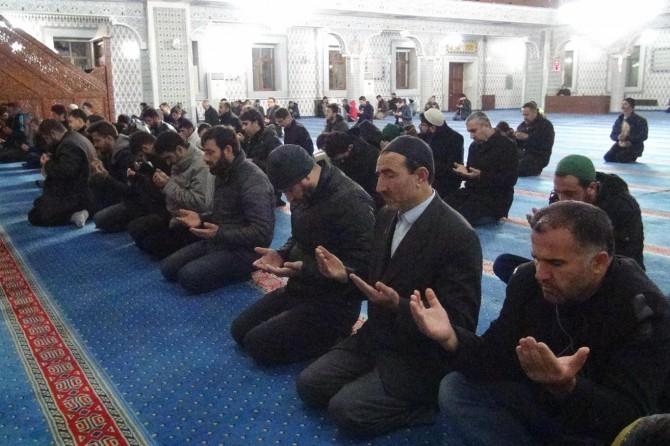 Sabah Namazında Kudüs'ün özgürlüğü için eller duaya açıldı