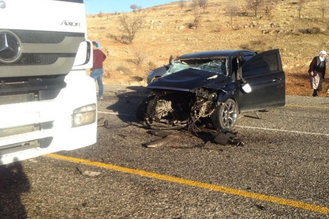 Gercüş-Midyat Karayolu'nda inek kazaya neden oldu: 2'si ağır 3 yaralı