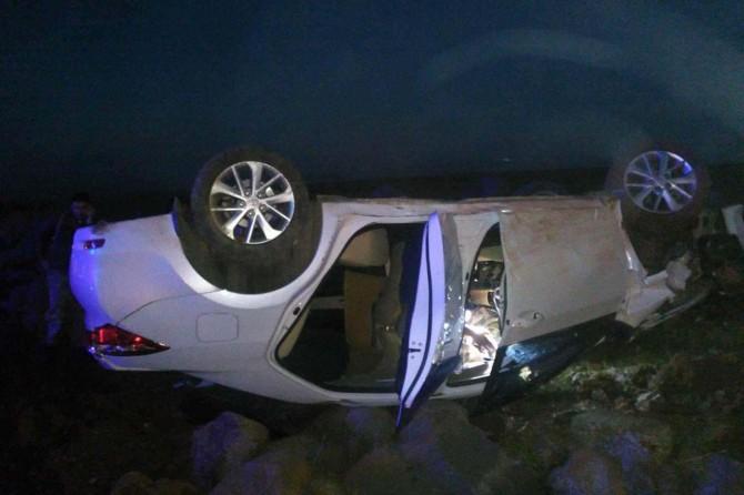 Siverek'te kontrolden çıkan araç takla attı: 2 yaralı