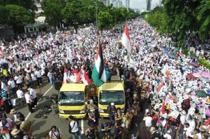 Li Endonezyayê bi deh hezaran kes bo Qudsê xwe berdan kolanan
