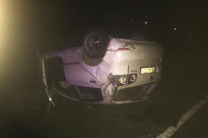 Siverek-Çermik Karayolunda virajı alamayan otomobil takla attı