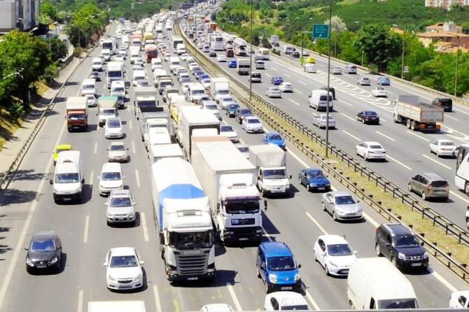 Trafikteki taşıt sayısı 10 ayda 950 bin arttı