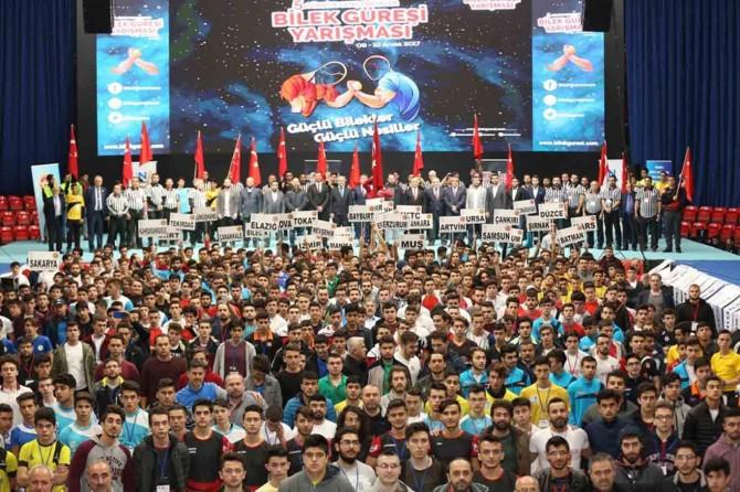"""""""Genç Erkekler Bilek Güreşi"""" yarışması tamamlandı"""