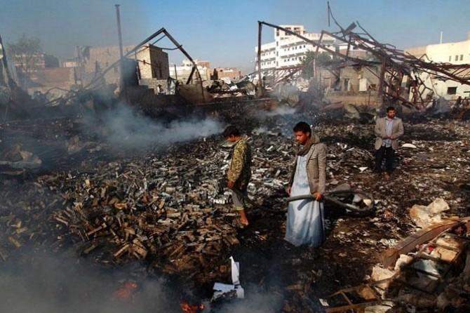 Suudiler Yemen'i bir kez daha vurdu