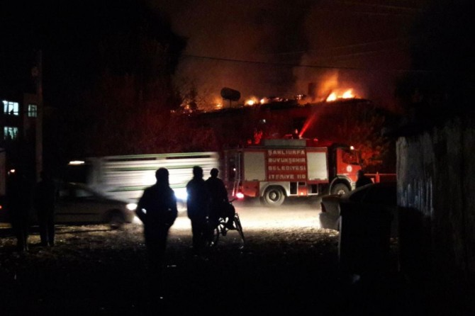 Metruk okulda yangın çıktı