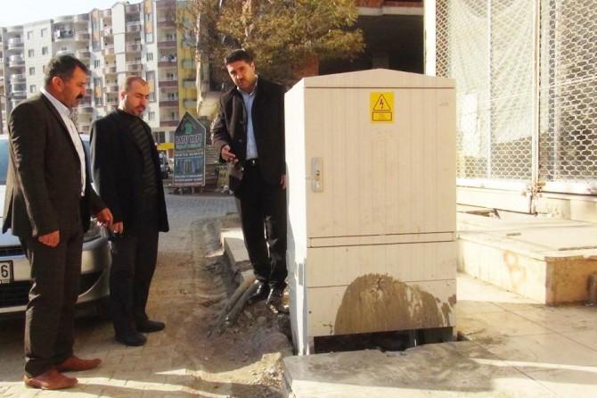 Dicle EDAŞ'ın kaldırım işgali halkı mağdur ediyor