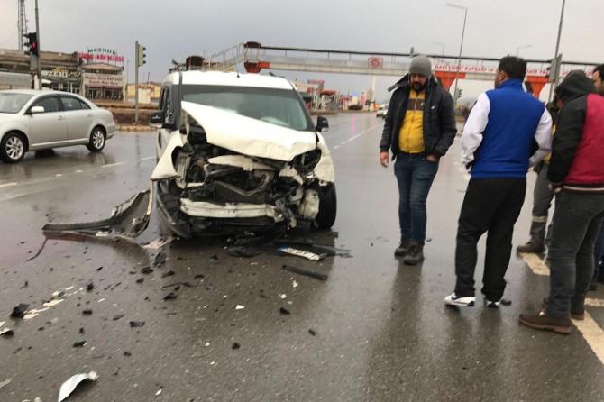 Batman'dan Samsun'a giden engelli sporcuları taşıyan otobüs Sivas'ta kaza yaptı