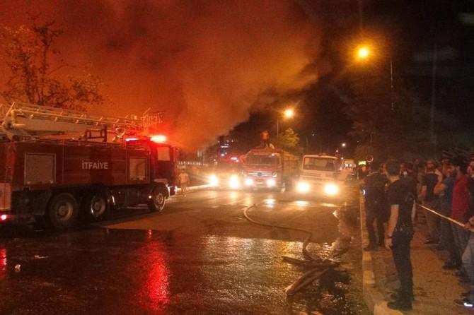 Baba ve 3 oğlu yangında hayatını kaybetti