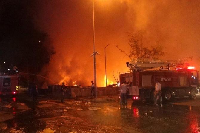 Kocaeli'de kâğıt fabrikasında yangın
